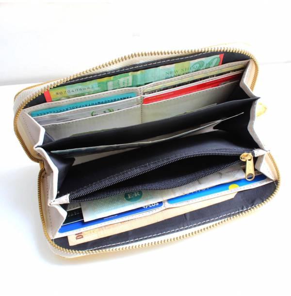 billeteras-billeteras_de_cuero-billeteras_peru-billeteras_para_mujer-billetera_dorada_con_cierre_blanco_lima_peru-plum